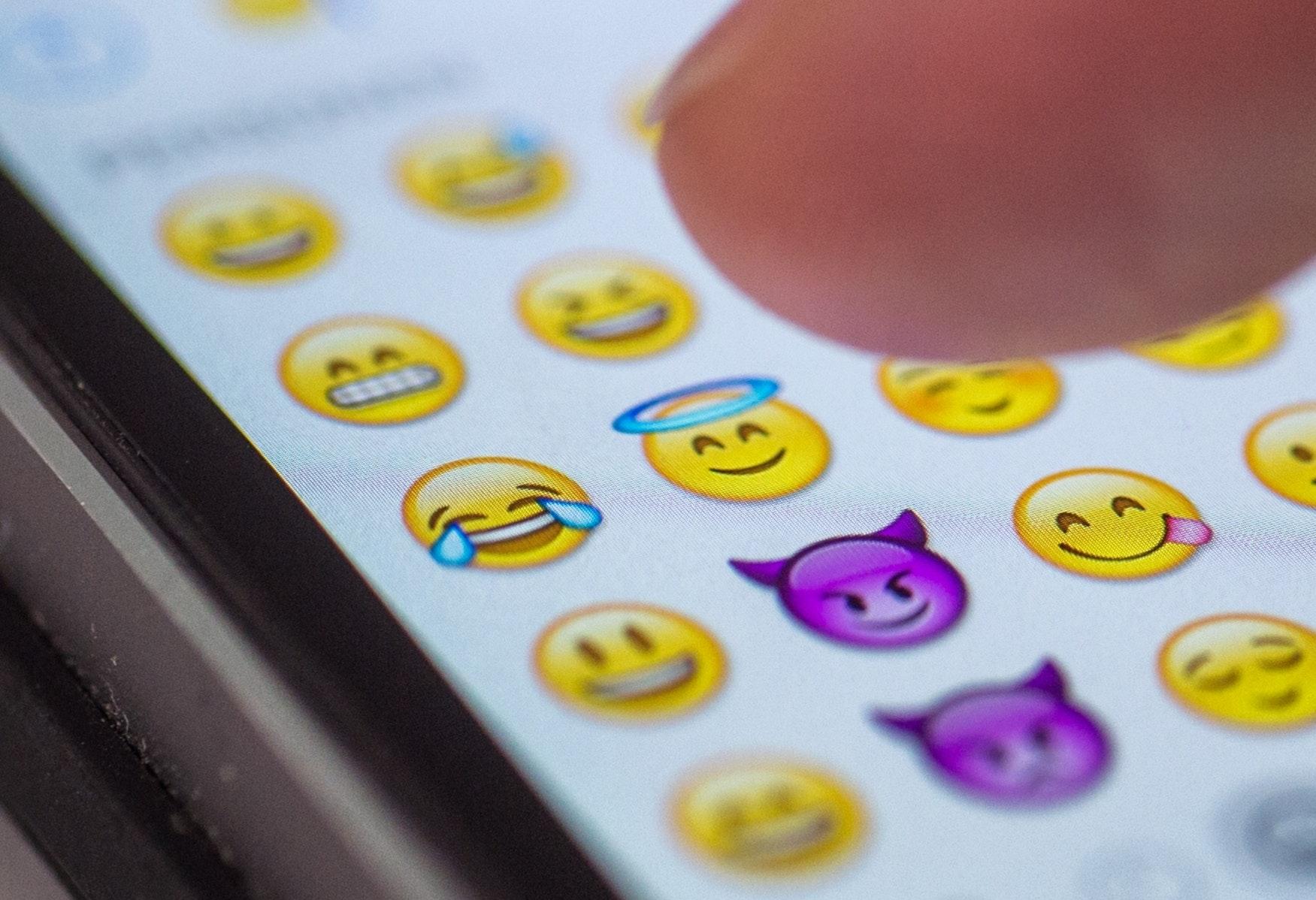 Smiley bei männern bedeutet zwinker was 12 Anzeichen: