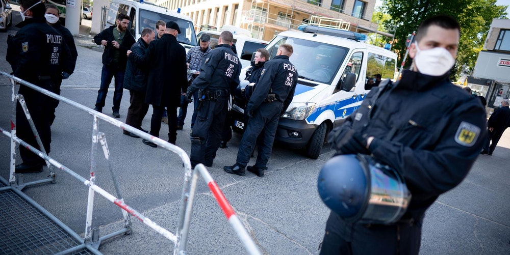 Polizei bei Clan-Beerdigung in Berlin