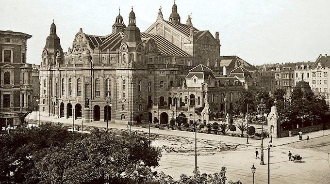 Blick vom Rudolfplatz aus auf die alte Oper