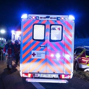 Rettungswagen bei Unfall auf Autobahn