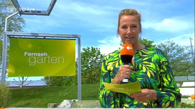 Andrea Kiewel moderiert den ZDF-Fernsehgarten am 9. Mai 2021.